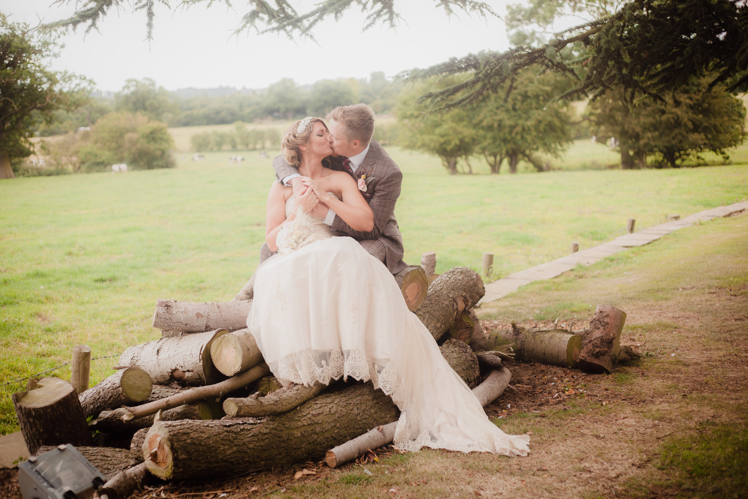 Country Wedding Ideas couple photos